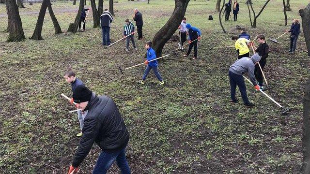Мешканці Знесіння долучились до загальноміської толоки у Львові