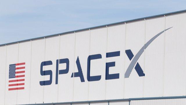 Американський уряд дозволив Ілону Маску розгорнути глобальну космічну мережу Інтернет