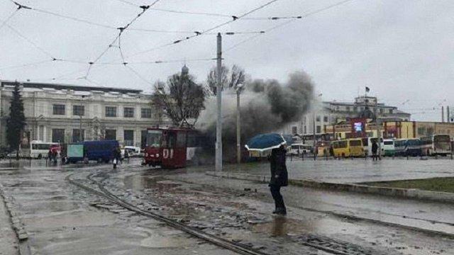 Біля залізничного вокзалу у Львові загорівся трамвай