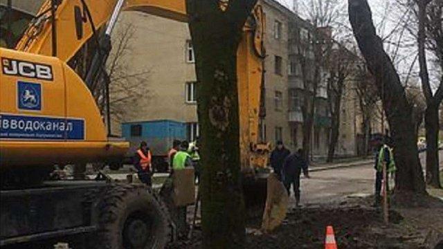 Через провал ґрунту на вул. Студентській у Львові тимчасово перекрили рух транспорту