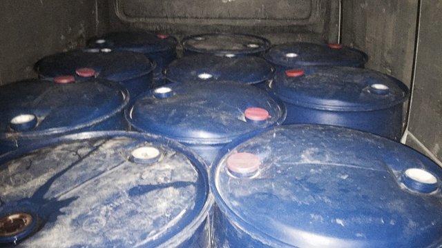 Львівські податківці затримали автомобіль з 2,4 тис. літрами спирту