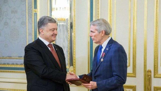 Порошенко нагородив орденом американського сенатора Роберта Портмана