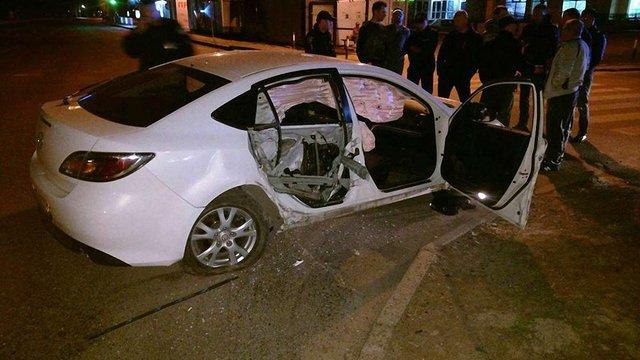 У Львові автомобіль зіткнувся з бетономішалкою