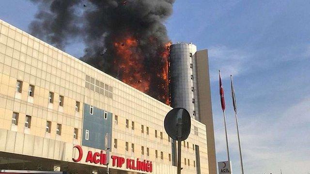 У Стамбулі горіла багатоповерхова лікарня