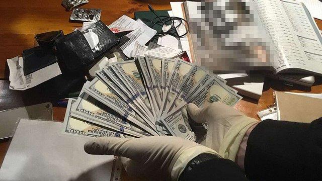 В Києві чиновника «Укртрансбезпеки» затримали на хабарі в $38 тис.