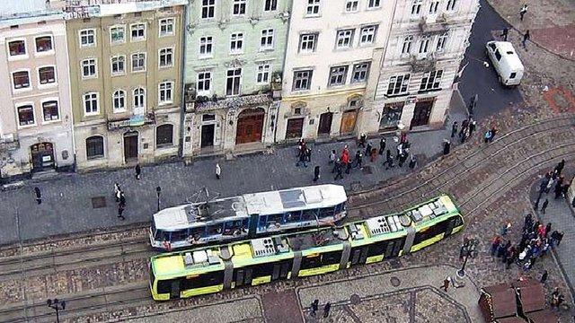 Через обливання у понеділок три години трамваї не курсуватимуть через пл. Ринок