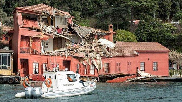 Суховантажний танкер зруйнував історичну будівлю XVIII століття в Стамбулі