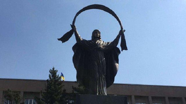 У Кривому Розі на місці пам'ятника Леніну встановили статую Богородиці