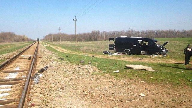 В окупованому Криму поїзд зіткнувся з мікроавтобусом, 5 людей загинули