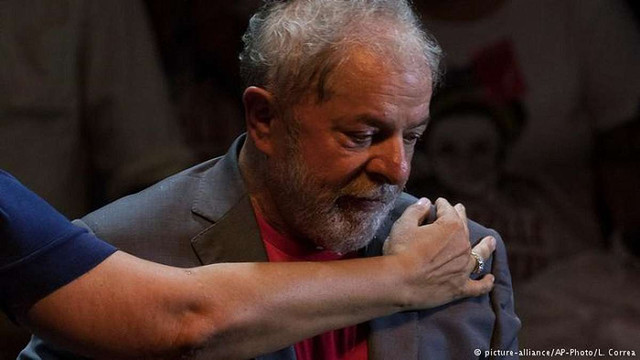 Екс-президент Бразилії здався поліції і почав відбувати 12-річний термін ув'язнення