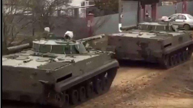 Журналістка «Голосу Америки» зняла на відео російську військову техніку, яка їхала у бік України