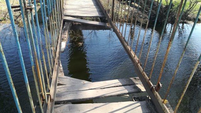 Через обвал мосту у Червонограді четверо людей впали в річку