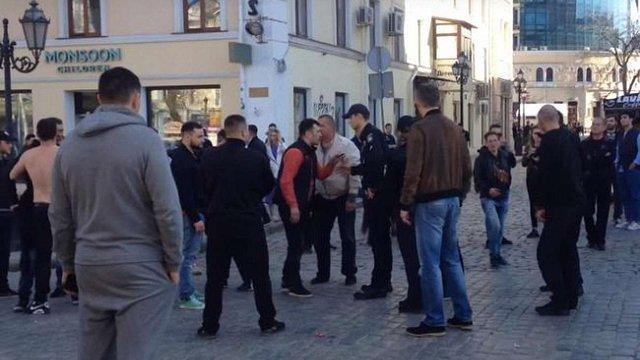 У залюдненому центрі Одеси  сталася бійка зі стріляниною