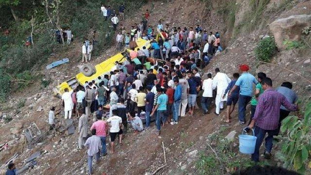 В Індії шкільний автобус злетів у прірву, загинули 27 дітей і троє дорослих