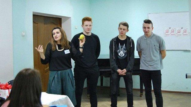 Ліга захисту прав жінок вимагає покарати організаторів лекції про «чистоту дівчини» у Луцьку