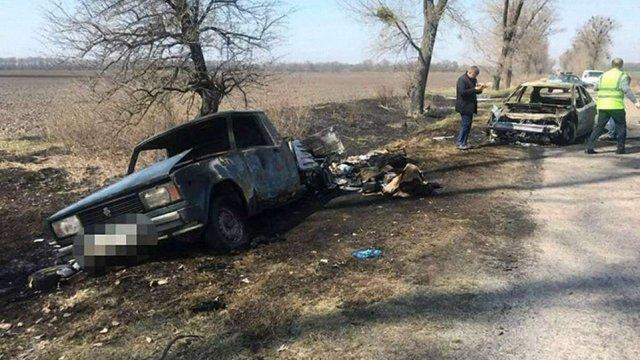 На Київщині невідомі пограбували і спалили автомобіль «Укрпошти»