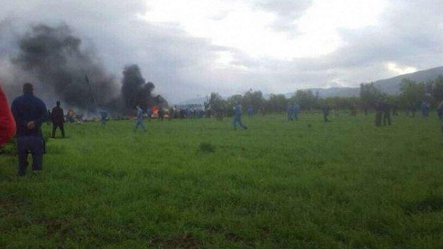 Понад 250 людей загинули внаслідок катастрофи військового літака в Алжирі