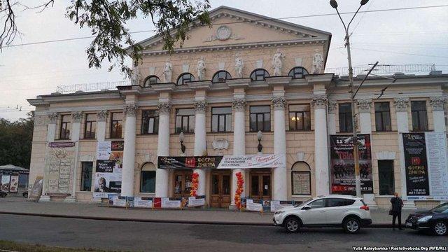 Дніпровський академічний театр скасував російськомовну виставу через погрози «Правого сектору»