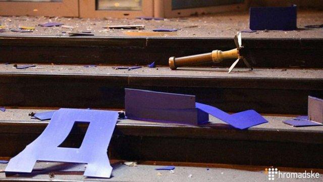 У Києві невідомі обстріляли з гранатомета ресторан та офіс «Київміськбуду»