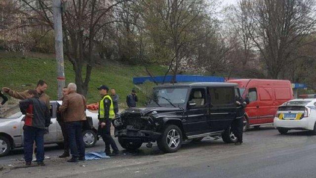 У Києві п'яний автомийник вкрав і розбив Mercedes дружини Медведчука