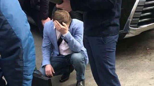 Посадовця «Львівської залізниці» затримали при отриманні $7,2 тис. хабара