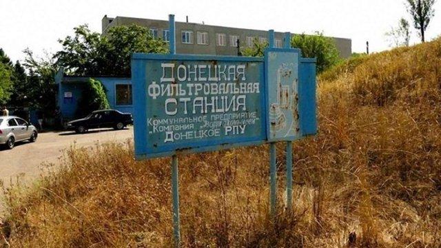 Автобус зі працівниками Донецької фільтрувальної станції потрапив під обстріл на Донбасі