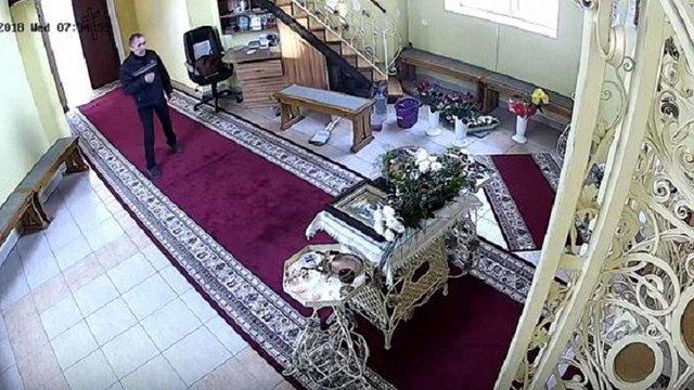 У Тернополі злодій тричі перехрестився, а потім викрав гроші з церкви