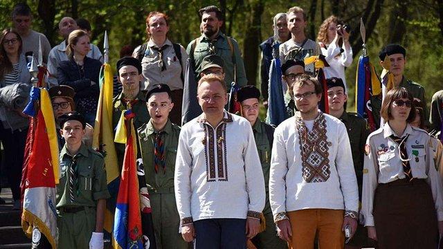Мер Львова пожертвував місячну зарплату на розвиток Пласту