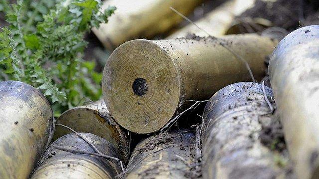 На околиці Львова чоловік знайшов сім мішків снарядів