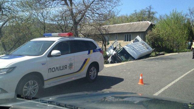 На Прикарпатті перекинувся пасажирський мікроавтобус: загинув водій