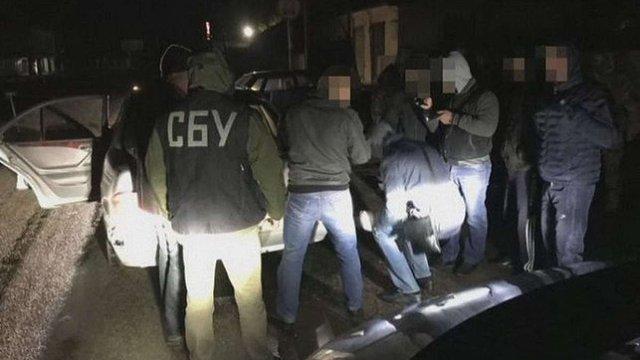 Злочинна група під виглядом поліцейських нападала на громадян на Дніпропетровщині