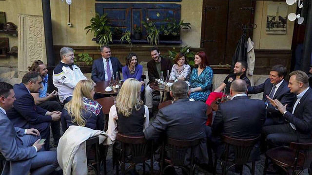 Порошенко зустрівся з Садовим у львівській кав'ярні