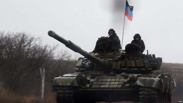 Російсько-окупаційні війська обстріляли з танка КПВВ «Гнутове», де перебували цивільні