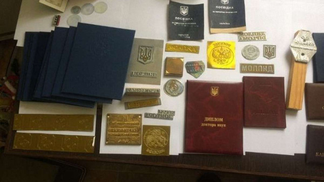 СБУ викрила міжнародну злочинну групу, яка підробляла паспорти та дипломи для виїзду закордон