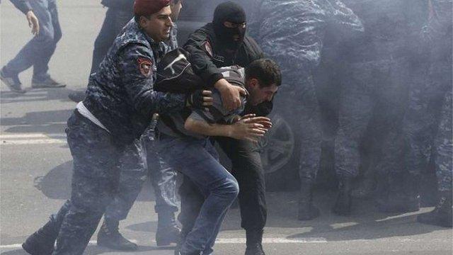 У Вірменії сталися нові сутички через арешт лідера протестувальників