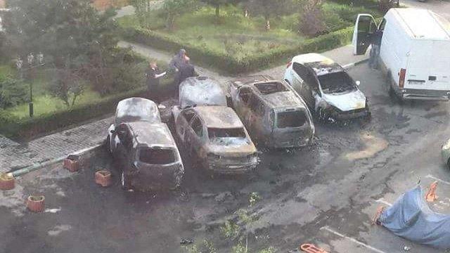 В елітному районі Одеси невідомі за ніч спалили чотири автомобілі