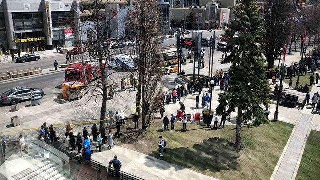 У Торонто мікроавтобус в'їхав у перехожих: є постраждалі
