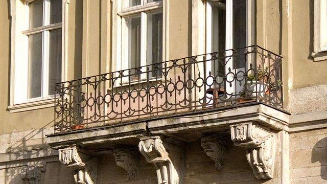 Власник приміщень на пл. Ринок зобов'язався відновити пошкоджений фасад пам'ятки архітектури
