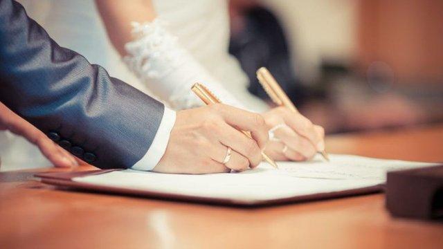 Львівський суд оштрафував жінку за підробку довідки про вагітність для реєстрації шлюбу з турком