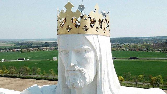 На голові найвищої у світі статуї Ісуса Христа встановили антени