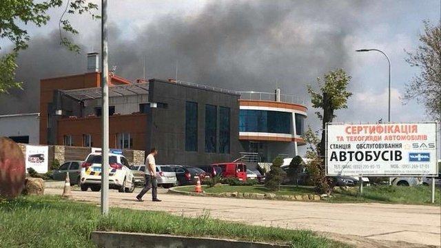 Під час пожежі на СТО в Сокільниках згорів автобус і три  автомобілі