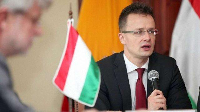 Голова МЗС Угорщини заявив, що чекає третього «ножа в спину» від України