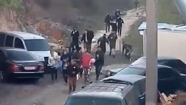З'явилося відео розгону праворадикалами ромського табору на Лисій горі в Києві