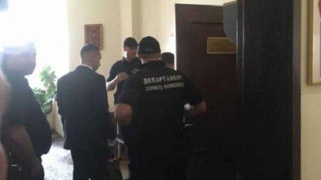В Луцьку після обшуків у мерії госпіталізували заступника міського голови