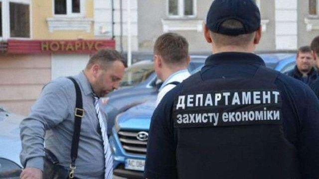 Заступника мера Луцька та голову місцевого суду затримали за хабарі