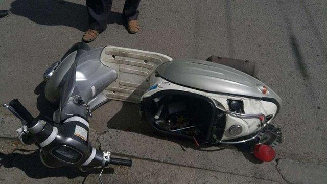 Унаслідок зіткнення вантажівки та скутера постраждали двоє 19-річних львів'ян