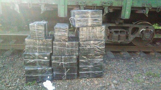 На кордоні з Польщею прикордонники знайшли у вагонах з рудою 17 тис. пачок сигарет