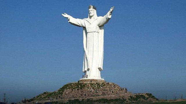 З голови найвищої у світі статуї Ісуса Христа в Польщі демонтують антену, що роздавала інтернет