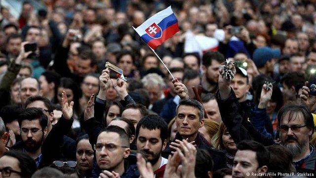 Тисячі словаків вийшли на вулиці, вимагаючи дострокових виборів