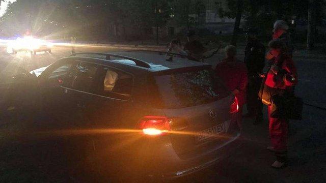 У Львові водій Volkswagen Passat помер за кермом та в'їхав в електроопору